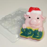 Пластиковая форма Свинка в новогодней шапке, 1 шт - Все для мыла ручной работы - интернет-магазин Blesk-ekb.ru, Екатеринбург